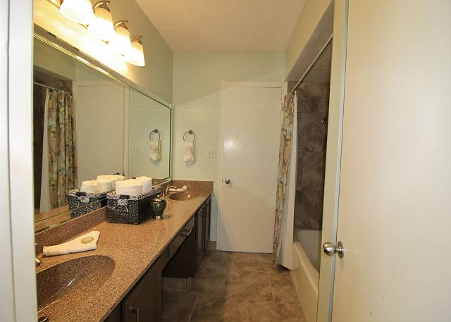 Bathroom between 2nd&3rd Bedrooms