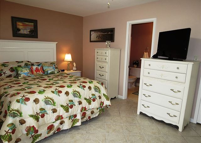 Master Bedroom with Queen Bed and Twin Bunks