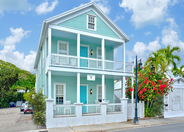 ~ MARGARET TRUMAN SUITE ~ Luxury Suite w/ Pvt Porch, Near Duval St & Beaches!
