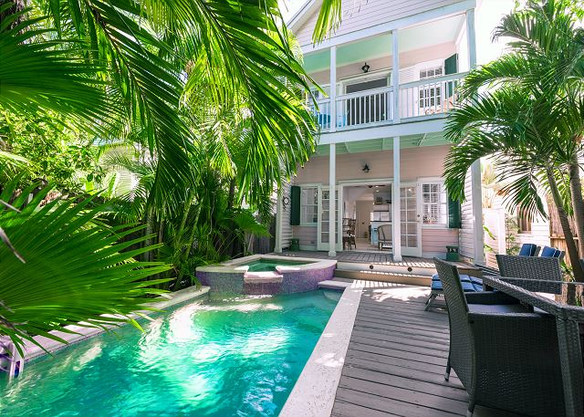 The Pink House: Private Pool & Parking, Walk to Restaurants, Bars, Beach