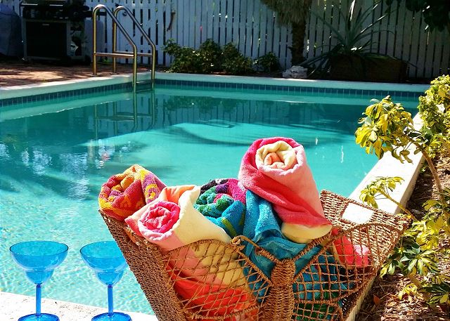 Banana Dream: Historic Meadows of Key West with pool - sleeps up to 4
