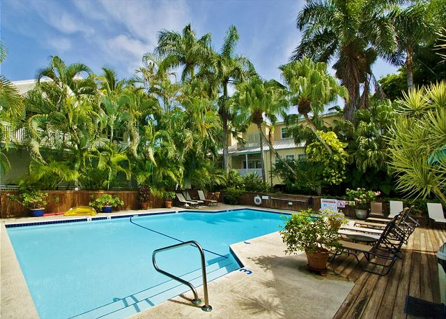 Southard Square Hideaway: One Bedroom One Bath, Old Town, Pool, Parking Too!
