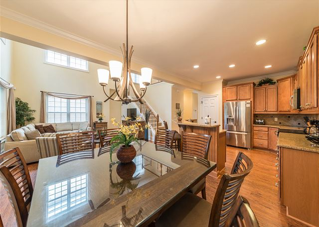 Crabline Court 32, Luxury 5 Bedrooms, Private Pool, Sleeps 12 - The Dining Room  - HiltonHeadRentals.com