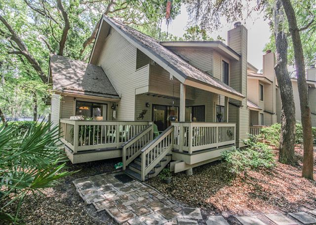 Fazio 19, 3 Bedrooms, Beautiful Pool View, Sleeps 8 - A Vacation to Remember! - HiltonHeadRentals.com