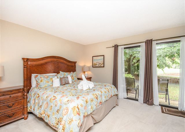 Water Oak 24, 2 BR, 3BA, Golf View, Large Pool, WiFi, Sleeps 8 - Spacious bedroom - HiltonHeadRentals.com
