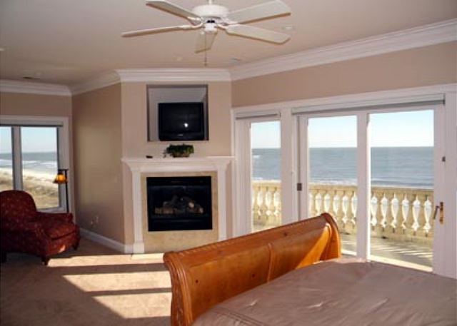 Singleton Beach 11B, Oceanfront 3 Bedrooms, Pool, Elevator - Perfect view - HiltonHeadRentals.com