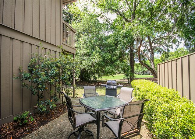 Water Oak 24, 2 BR, 3BA, Golf View, Large Pool, WiFi, Sleeps 8 - Good outdoor concept - HiltonHeadRentals.com