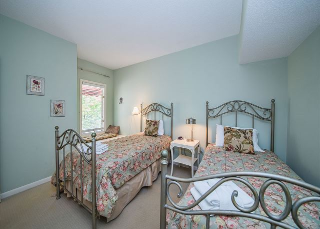 Anchorage 7411, 2 Bedroom, Lagoon View, Pool, Hot Tub, Sleeps 6 - Twins Guest Bedroom - HiltonHeadRentals.com