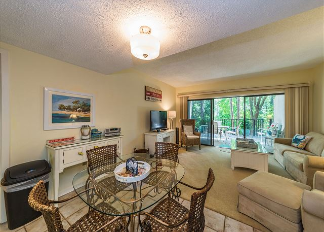 Village House 107, 2 Bedrooms, Pet Friendly, Pool, Sleeps 7 - Dining setting - HiltonHeadRentals.com