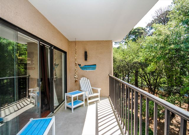 Village House 303, 2 Bedrooms, Pet Friendly, Elevator, Sleeps 6 - Breathe It In - HiltonHeadRentals.com