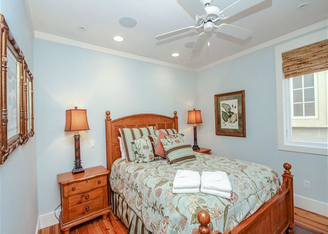 Corine Lane 25, Luxury 7 Bedrooms Private Heated Pool, Sleeps 16 - Seven Bedroom  - HiltonHeadRentals.com