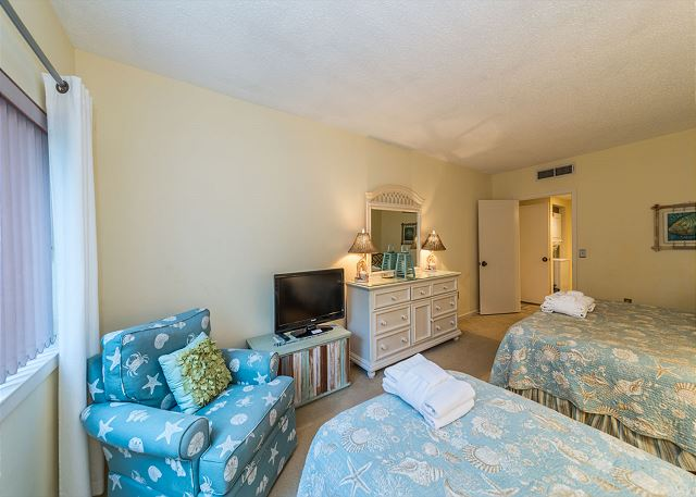 Village House 107, 2 Bedrooms, Pet Friendly, Pool, Sleeps 7 - Second Bedroom - HiltonHeadRentals.com