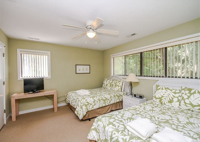 Greens 190, 3 Bedrooms, Large Pool, Walk to Beach, Sleeps 10 - Bedroom  - HiltonHeadRentals.com