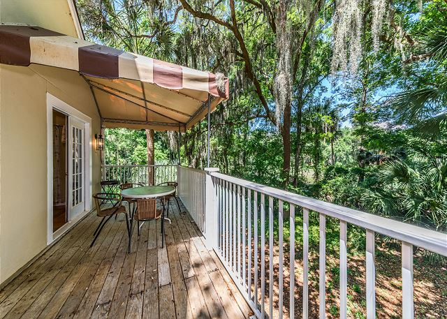 Evian 138, 2 Bedroom, Pool, Tennis, Sleeps 6 - Balcony - HiltonHeadRentals.com