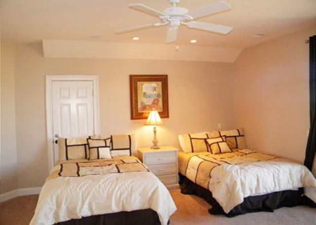 Singleton Beach 11B, Oceanfront 3 Bedrooms, Pool, Elevator - Multiple beds - HiltonHeadRentals.com