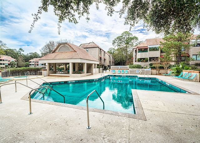 Anchorage 7411, 2 Bedroom, Lagoon View, Pool, Hot Tub, Sleeps 6 - Fun in the Sun at the Pool - HiltonHeadRentals.com