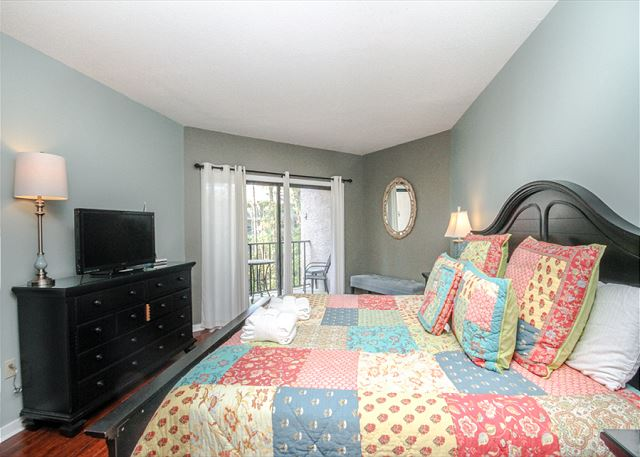 Village House 303, 2 Bedrooms, Pet Friendly, Elevator, Sleeps 6 - Direct Access - HiltonHeadRentals.com