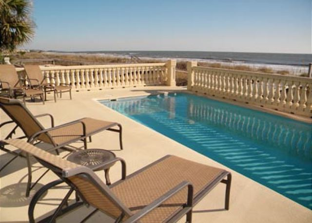 Singleton Beach 11B, Oceanfront 3 Bedrooms, Pool, Elevator - Relax in the pool - HiltonHeadRentals.com