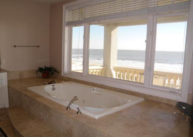 Singleton Beach 11B, Oceanfront 3 Bedrooms, Pool, Elevator - Awesome bathroom - HiltonHeadRentals.com