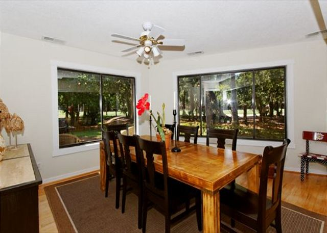 Fern Court 7, 3 Bedrooms, Golf View, Large Pool, Sleeps 10 - Time For A Group Dinner!  - HiltonHeadRentals.com