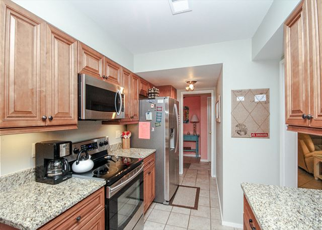 Fazio 19, 3 Bedrooms, Beautiful Pool View, Sleeps 8 - Cook Up A Storm In The Fully Equipped Kitchen - HiltonHeadRentals.com
