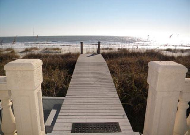 Singleton Beach 11B, Oceanfront 3 Bedrooms, Pool, Elevator - Easy access to the beach - HiltonHeadRentals.com