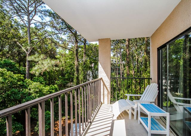 Village House 303, 2 Bedrooms, Pet Friendly, Elevator, Sleeps 6 - Peaceful Seclusion  - HiltonHeadRentals.com
