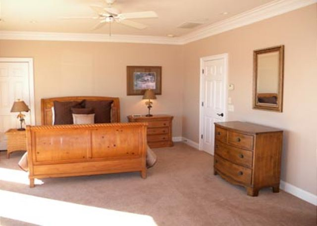 Singleton Beach 11B, Oceanfront 3 Bedrooms, Pool, Elevator - Bedroom storage - HiltonHeadRentals.com