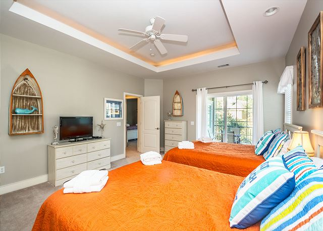 Henry Lane 11, 4 Bedroom, Private Pool, Walk to Beach, Sleeps 14 - Awaken Feeling Well Rested - HiltonHeadRentals.com