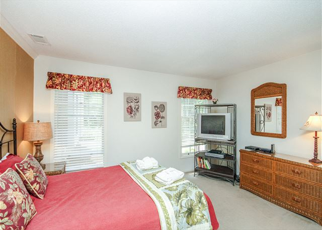 Evian 288, 3 Bedrooms, Golf & Lagoon View, Sleeps 8 - Guest Bedroom - HiltonHeadRentals.com