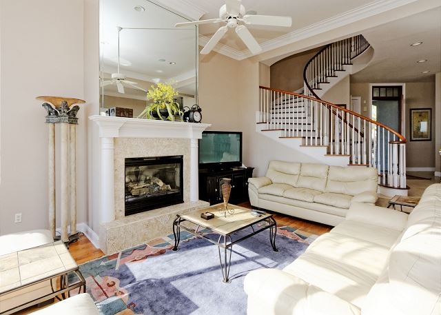 Singleton Beach 11B, Oceanfront 3 Bedrooms, Pool, Elevator - Spacious house - HiltonHeadRentals.com