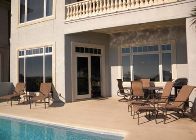 Singleton Beach 11B, Oceanfront 3 Bedrooms, Pool, Elevator - Poolside relaxation - HiltonHeadRentals.com