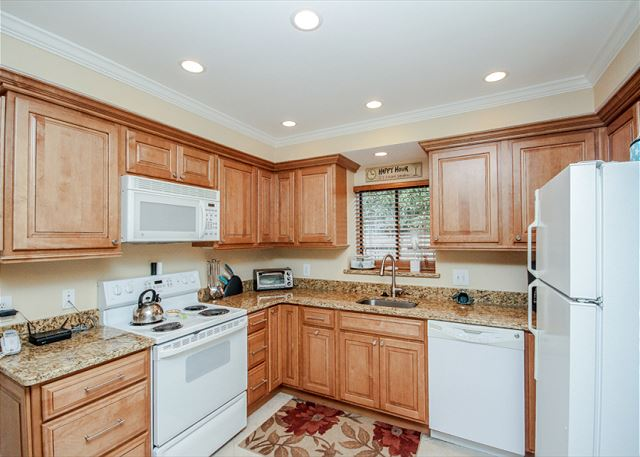 Water Oak 24, 2 BR, 3BA, Golf View, Large Pool, WiFi, Sleeps 8 - Beautiful kitchen - HiltonHeadRentals.com