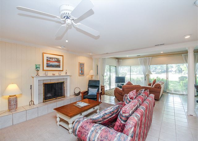 Woodbine Place 44, 2 Bedroom, Golf View, Walk to Beach, Sleeps 8 - More Seating - HiltonHeadRentals.com