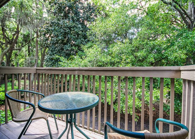 Water Oak 24, 2 BR, 3BA, Golf View, Large Pool, WiFi, Sleeps 8 - Fresh Air - HiltonHeadRentals.com