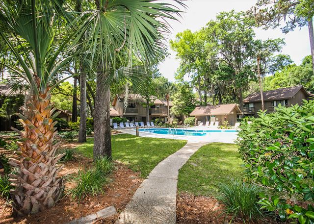 Water Oak 24, 2 BR, 3BA, Golf View, Large Pool, WiFi, Sleeps 8 - Pool Fun - HiltonHeadRentals.com