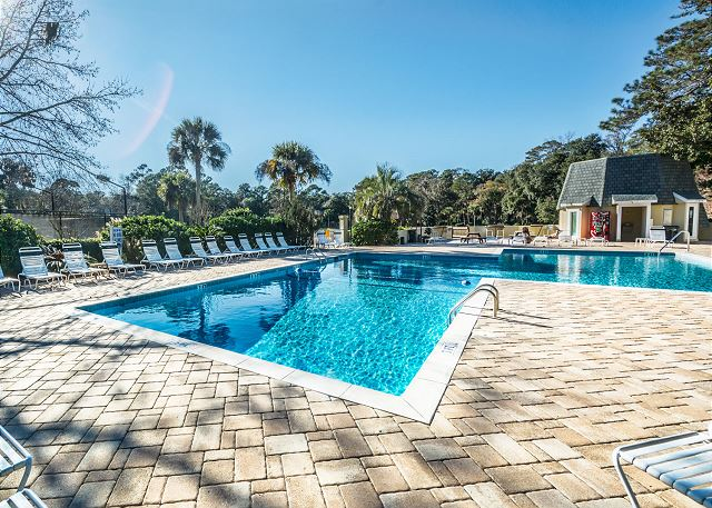 Evian 298, Ground Floor, 2 Bedrooms, Pool, Sleeps 8 - You choose: brilliant blue pool or the warm sand beaches! - HiltonHeadRentals.com