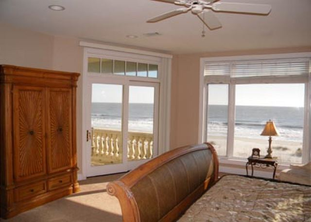 Singleton Beach 11B, Oceanfront 3 Bedrooms, Pool, Elevator - Do not miss a thing - HiltonHeadRentals.com