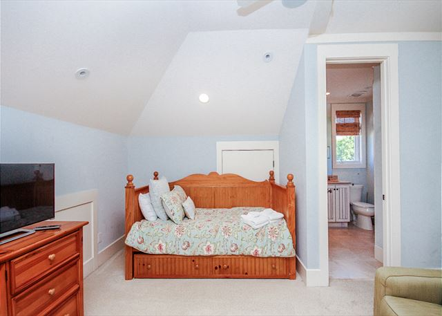Corine Lane 25, Luxury 7 Bedrooms Private Heated Pool, Sleeps 16 - Twin Bedroom - HiltonHeadRentals.com