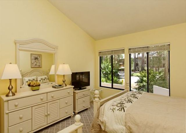 Beachwalk 204, 2 Bedrooms Pool, Near Beach, Sleeps 7 - Entertainment for the Guests - HiltonHeadRentals.com