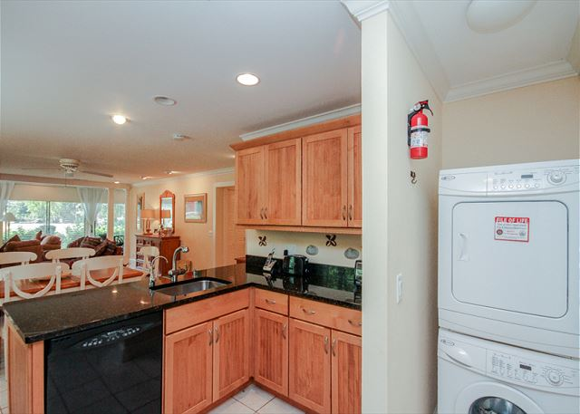 Woodbine Place 44, 2 Bedroom, Golf View, Walk to Beach, Sleeps 8 - Washer and Dryer - HiltonHeadRentals.com