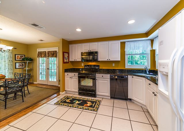 Evian 138, 2 Bedroom, Pool, Tennis, Sleeps 6 - Kitchen - HiltonHeadRentals.com