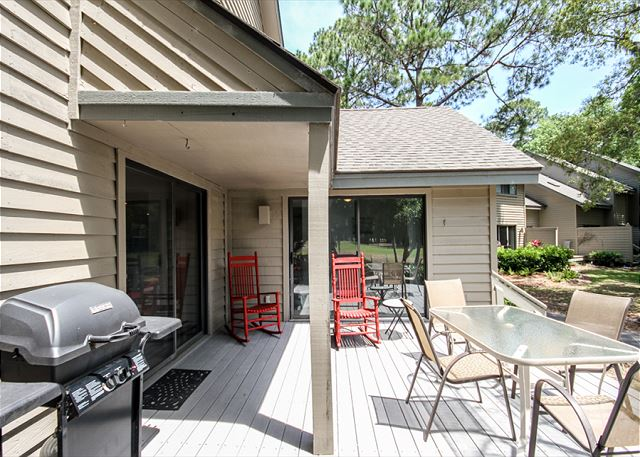 Greens 190, 3 Bedrooms, Large Pool, Walk to Beach, Sleeps 10 - Back Patio - HiltonHeadRentals.com