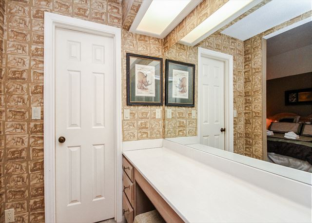 Evian 288, 3 Bedrooms, Golf & Lagoon View, Sleeps 8 - Master Bathroom - HiltonHeadRentals.com