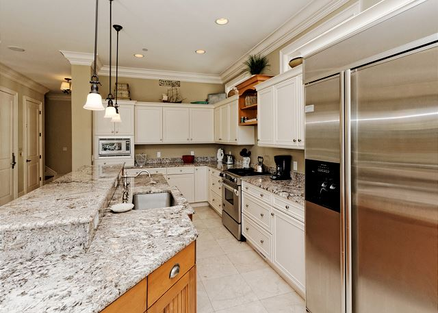 Colorful embellishments in the kitchen