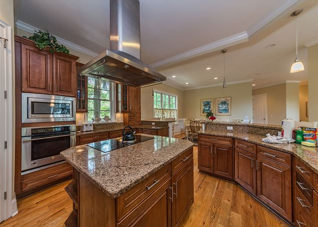 Egret 5, Luxury 6 Bedroom, Elevator, Private Pool Spa, Sleeps 20 - What's Cooking? Anything You Want! - HiltonHeadRentals.com