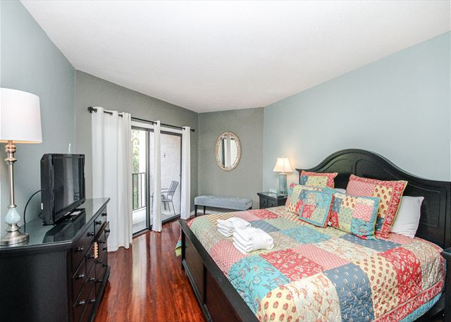 Village House 303, 2 Bedrooms, Pet Friendly, Elevator, Sleeps 6 - Master Bedroom - HiltonHeadRentals.com