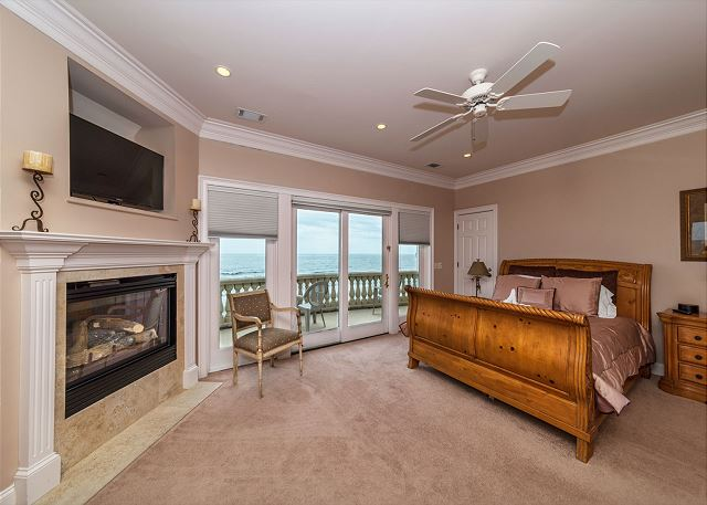 Singleton Beach 11A, Oceanfront 2 Bedrooms, Elevator, Pool - Gorgeous Master - HiltonHeadRentals.com