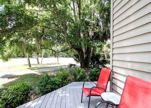 Greens 190, 3 Bedrooms, Large Pool, Walk to Beach, Sleeps 10 - Back Porch - HiltonHeadRentals.com