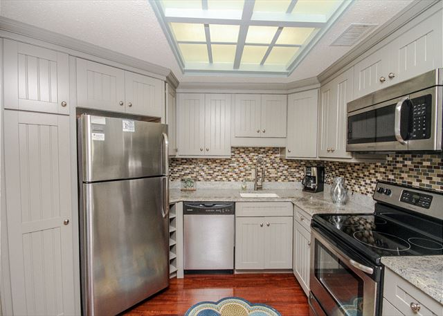 Village House 303, 2 Bedrooms, Pet Friendly, Elevator, Sleeps 6 - Cook up a storm - HiltonHeadRentals.com